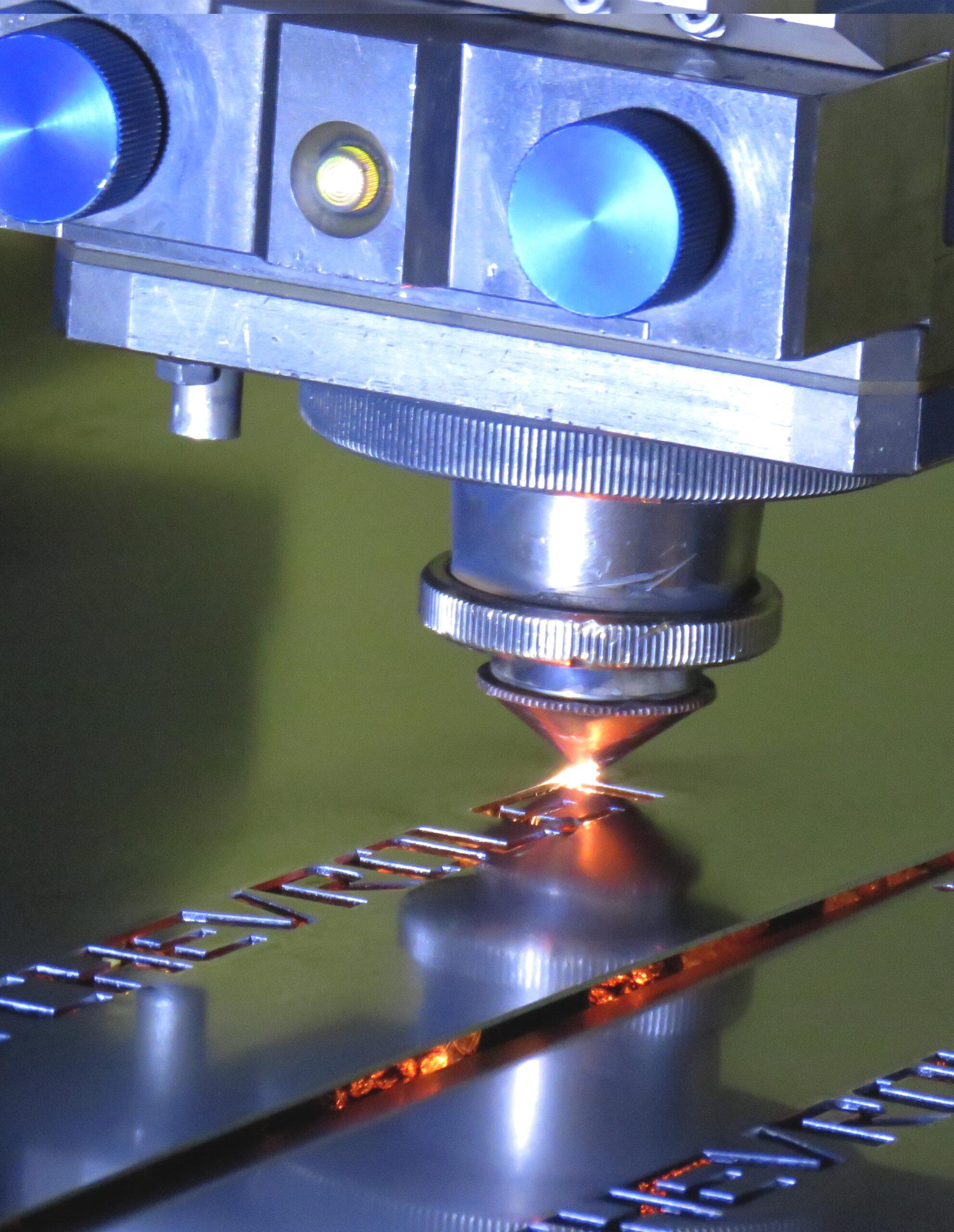maquina_laser_plastinnova_corte_lujos_acero_metal_ermaksan_momentun_gen2_laser